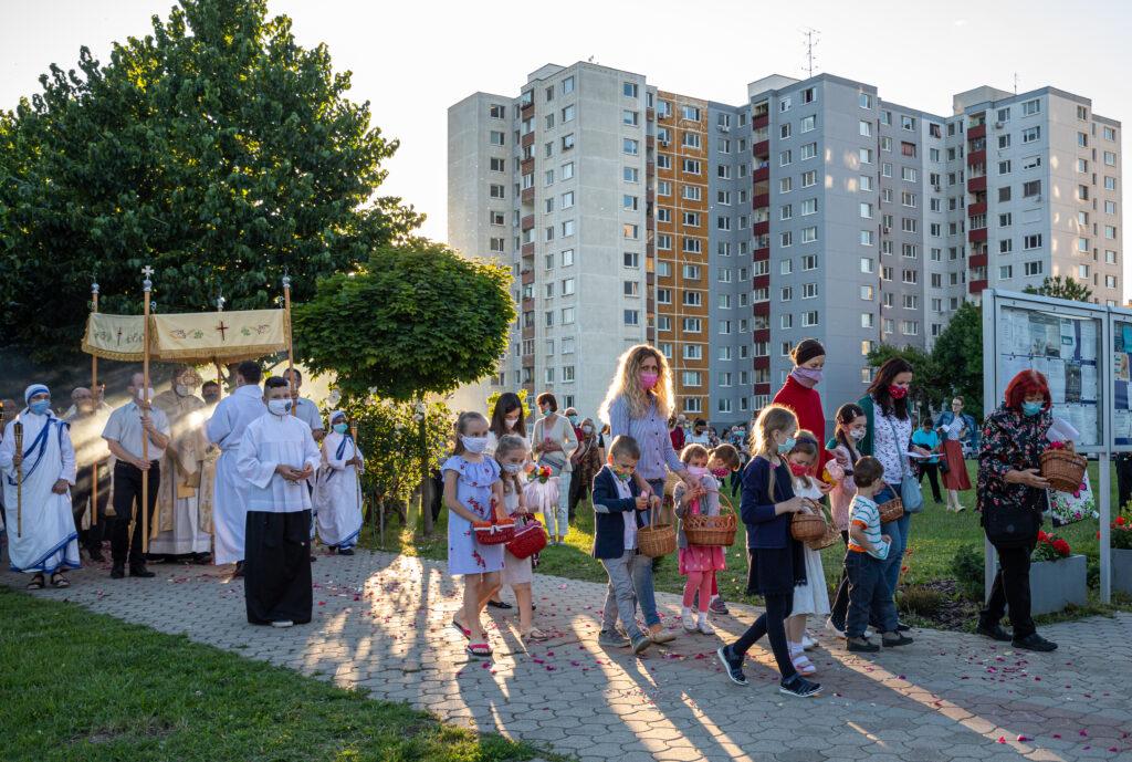 Eucharistická procesia pandémia 2020